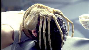 Az Alien-filmek rendezője hisz az űrlényekben