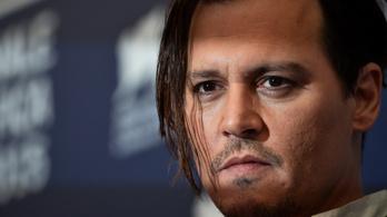 Johnny Depp bocsánatot kért, amiért Trump meggyilkolásával viccelődött