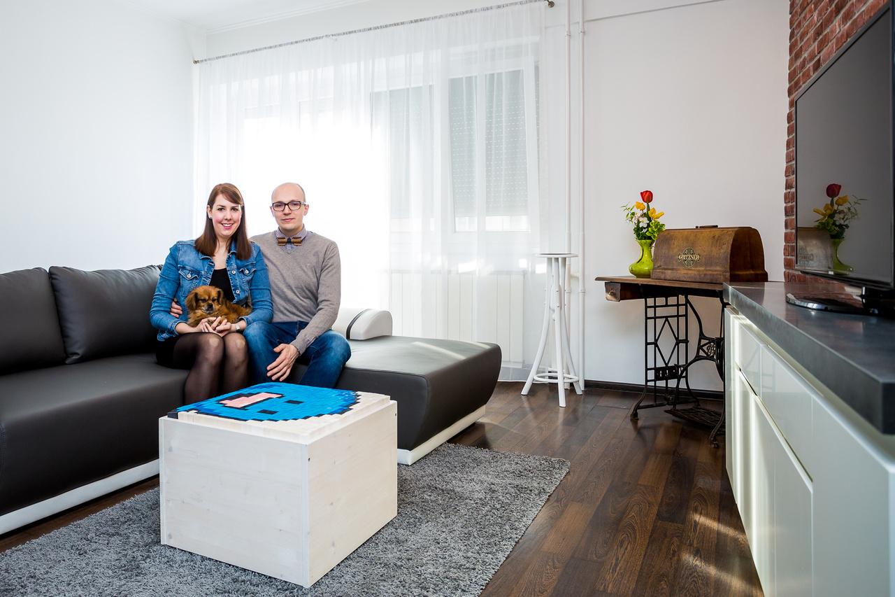 Nóra és RobinRobin a belgiumi Bruggében lévő Howest Főiskolán tanult informatikát, amikor Erasmus ösztöndíjjal ugyanezen a fősikolán kezdett el nemzetközi menedzsmentet tanulni Nóra 2006 őszén. Már Bruggében ugyanabban a kollégiumban laktak, majd 2013-ban Brüsszelben összeköltöztek, 2015-ben összeházasodtak és végül 2016-ban Budapestre költöztek. Nóra a Külker Főiskolán végzett közgazdászként és jelenleg menedzserként dolgozik egy amerikai multinacionális vállalatnál, 28 éves flamand férje pedig saját informatikai vállalkozását vezeti.