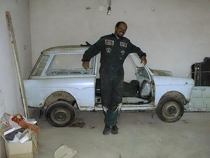 A cigány lopott autót bont