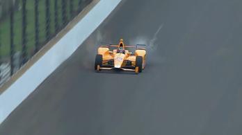 Alonso egyszerre semmisített meg két madarat Indianapolisban