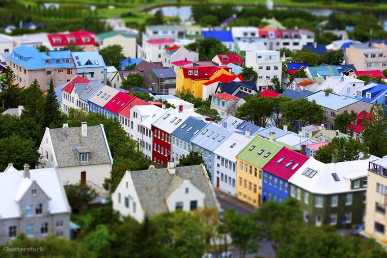 A képen Izland fővárosáról, Reykjavíkról lát képet. Ha erre jár, figyeljen a táblákra!