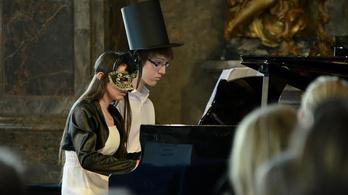 Háromszáz gyermek és tanár vett részt a Zeneképzelet zongoraversenyen