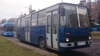 Kiesett egy buszból és meghalt egy férfi Budapesten