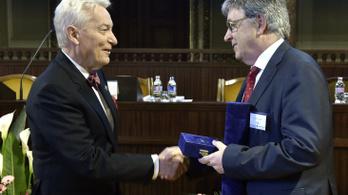 Vizi E. Szilveszter kapta az Akadémiai Aranyérmet