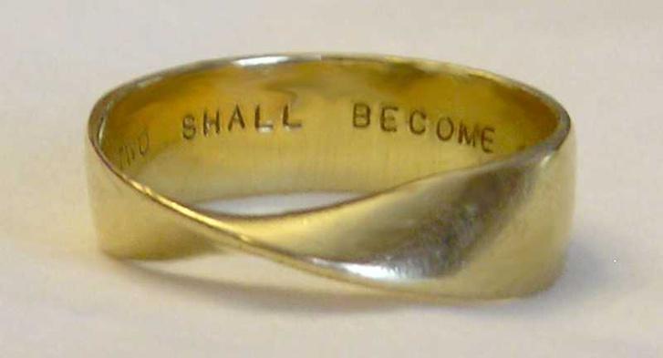 Möbius-szalag alakú jeggyűrű
