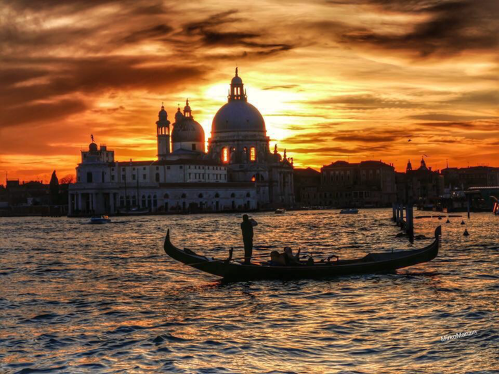 Sunset gondola Basilica Della Salute .png