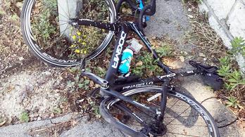 A járdára szorították, összetörték a Tour-bajnok kerékpárját