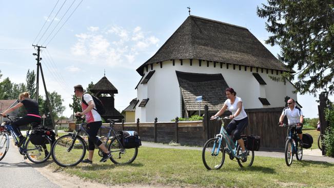 Csodás középkori templomok közt bringatúrázhat a Felső-Tisza vidékén Pünkösdkor