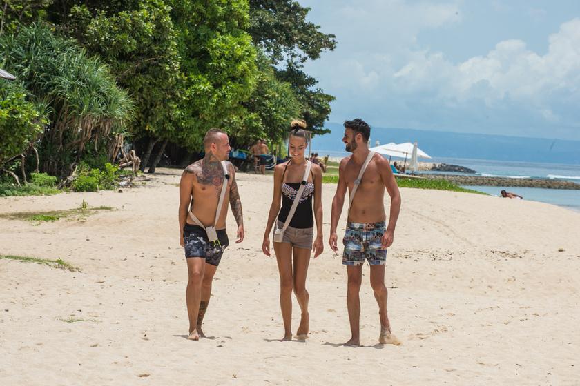 Franciska, Tamás és Geri várta a tengerparton az újonnan érkező exet.