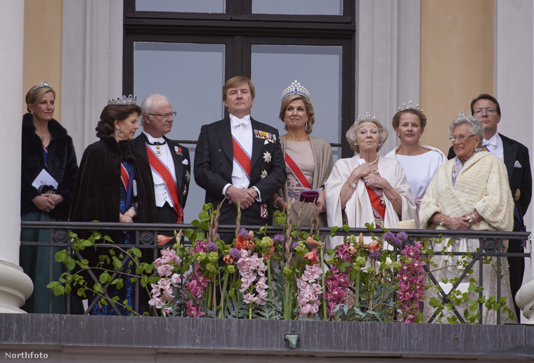 Az uralkodóház tagjai és a szomszédos országok előkelőségei is részt vettek a ceremónián.