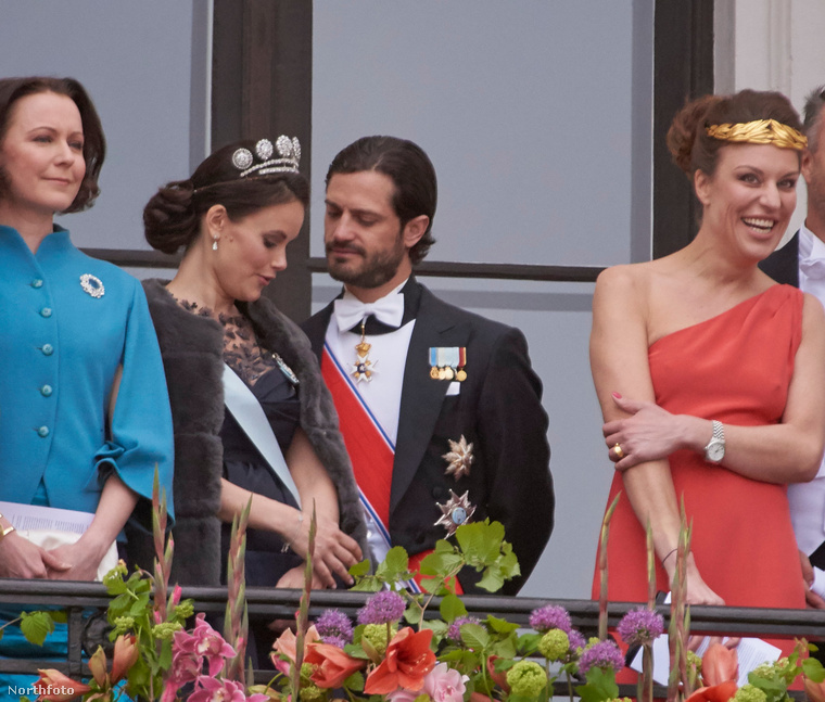 Ott volt a finn First Lady, Jenni Haukio is (a kép bal oldalán)