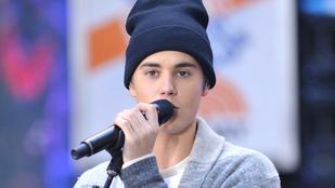 Justin Bieber a saját hasonmásaként mártózott együtt a pórnéppel