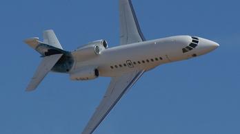 Csányi repülőgépét venné meg a kormány