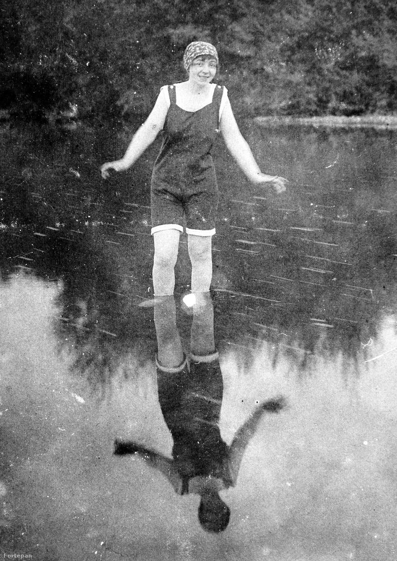 """Félénk lépések a sekély vízben – sok kisasszony ennél tovább a való életben sem jutott: a babaház, a háztartás és a konvenciók fogja maradt. Ahogy Kaffka Margit teremtménye, Pórteleky Magda tekintett vissza az 1912-ben megjelent Színek és években: """"A kis háztartásom ragyogott, fényeskedett; csiszolva, kenve, mosva, súrolva, kefélve volt minden elgondolható hely. […] Vajon-vajon – gondolom most a nagy messzeségből néha – jó lett volna-e valami egyébre, fontosabbra is ez a vad tevésvágy bennem, ez a bolond nagy akarat, amit a pokrócporolásba öltem? Megvolt bennem a kívánság, hogy első, kitűnő és híres legyek, és hát mi egyébbel érhettem volna el ezt?"""""""