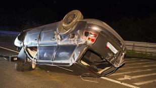 Két súlyos baleset történt éjjel az utakon