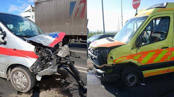 Mentőautó ütközött egy betegszállítóval a XVI. kerületben