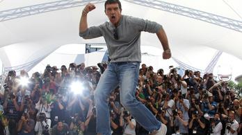 Autómágnásnak áll Antonio Banderas