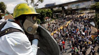Orvlövészekre fogja a vérengzést a venezuelai elnök