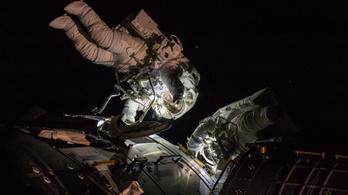 Kicsit kalapálgatnak az űrállomáson a kétszázadik űrsétán
