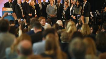 13 millióan szavazhatnak ma Merkelről és Schulzról is