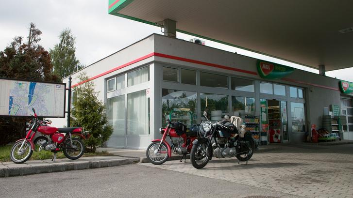 Kihűlve a végtelen távolságban levő esztergomi benzinkútnál