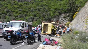 Halálos buszbaleset egy török turistaparadicsomban