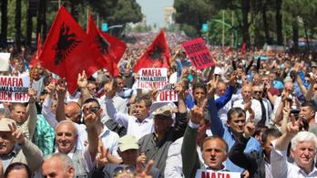 Tízezrek tüntettek Albániában a szocialista kormány ellen