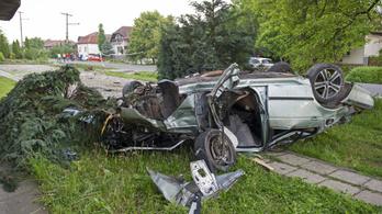 Villanyoszlopnak ütközött egy autó Hévízgyörkön