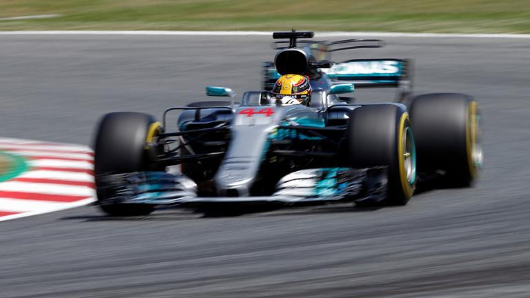 Hamilton a szezon futamán vágott vissza