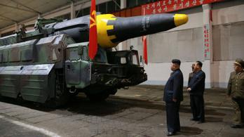 Kim Dzsongun is ott volt, amikor kilőtték a ballisztikus rakétát