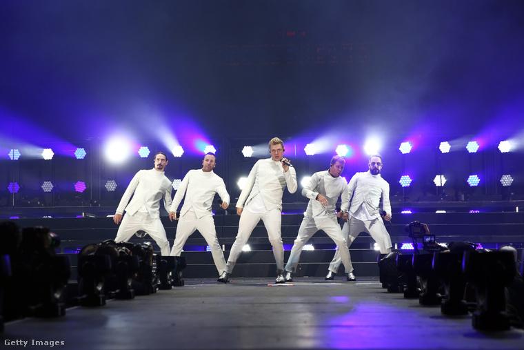És igen! A Backstreet Boys még mindig él és virul, nem tűnt el a süllyesztőben, mint megannyi ugribugri fiúzenekar! Tudjuk, hogy nem hiszi el, amit lát (ne aggódjon, a lapozgató végén sem fogja), pedig igaz