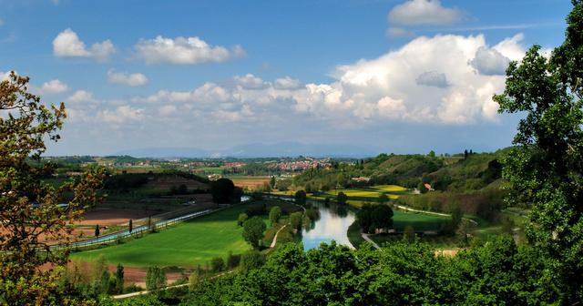 A Mincio-folyó a Sigurtá parkból nézve
