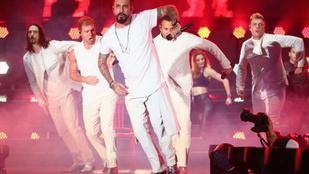 Vicces vagy kínos, amit a 40 év feletti Backstreet Boys-tagok művelnek a koncertjükön?
