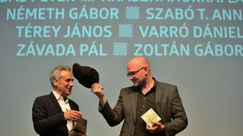 Nézze meg, hogy veszi át Kepes András a Libri közönségdíját!