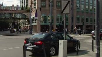 Szabálytalanul parkolt Balog Zoltán kocsija a Kálvin téren