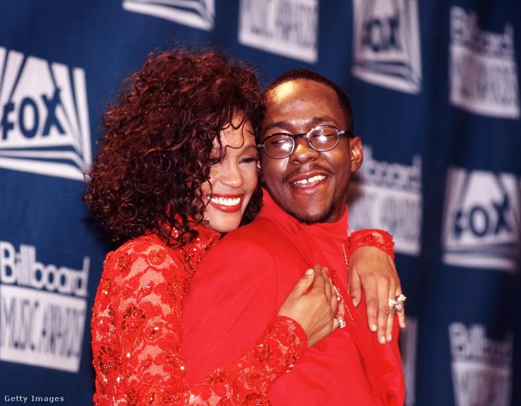 Még 2 emlékezetes duót mutatunk a Billboard történetéből: az elsőn Whitney Houston énekesnő és zenésztársa/barátja, Bobby Brown mutatta meg, hogyan kell végigmenni a vörös szőnyegen