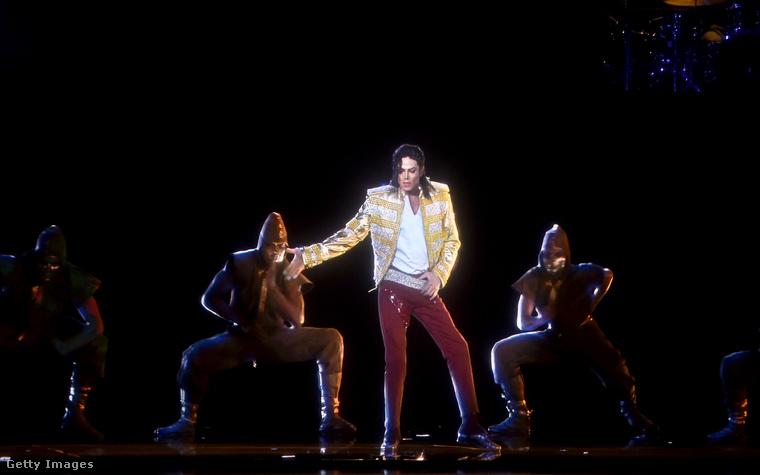 Michael Jackson is fellépett a 2014-es díjátadón - igaz, egészen bizarr módon: hologramként.
