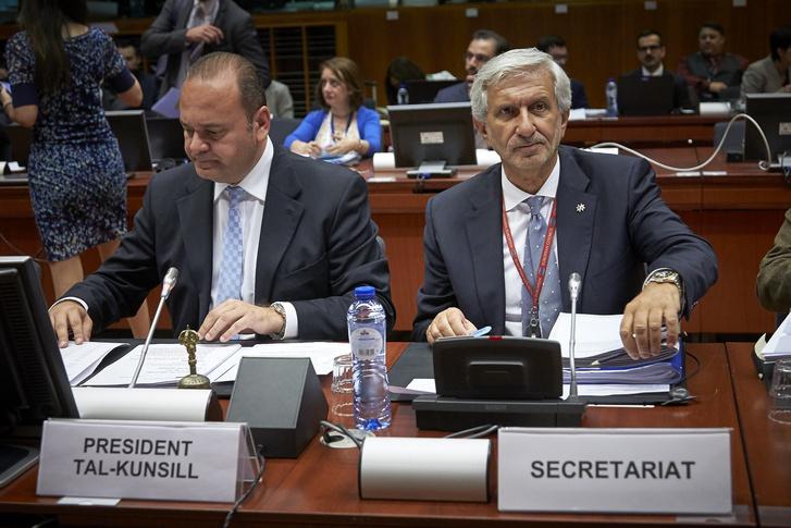 Christian Cardona máltai gazdasági miniszter elnökli a tanácsot