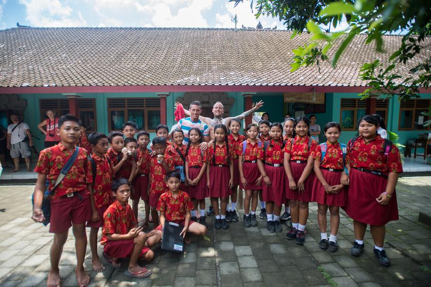 Tamás és Csaba egy indonéz iskolába látogatott.
