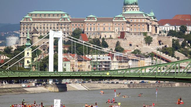 Hatméteres hidak épülnek a Széchenyi téren