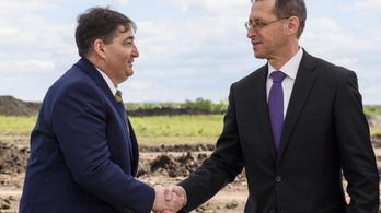Az Eximbank és az MKB hitelez Mészáros Lőrincnek