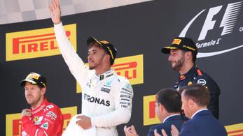 Hamilton kivágta a kulacsot a kocsiból
