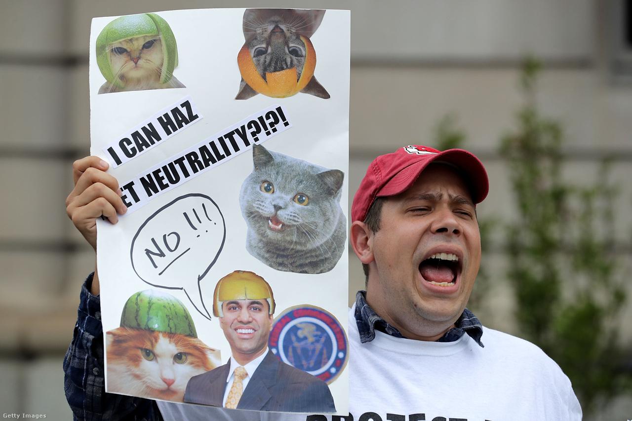 A tervezett szigorítások elleni tüntető Washingtonban 2017. május 5-én.