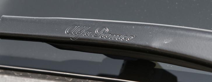 Alfa-hagyomány a kalligrafikus ablaktörlőkar
