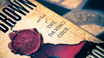 Belefulladnak a jótékonysági könyvesboltok a Da Vinci-kódba