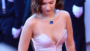 Bella Hadid bugyija a Cannes-i vörös szőnyegen mutatkozott be