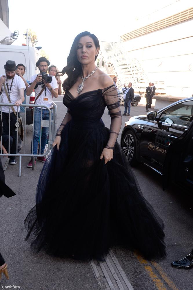 Így érkezett meg a Maléna és a Mátrix-Újratöltve filmekből ismert színésznő.