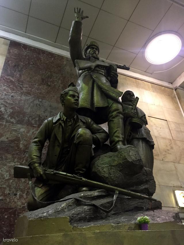 Szovjet szobor a moszkvai metróban