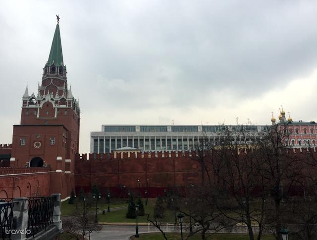 A Kreml falai a Vörös toronnyal